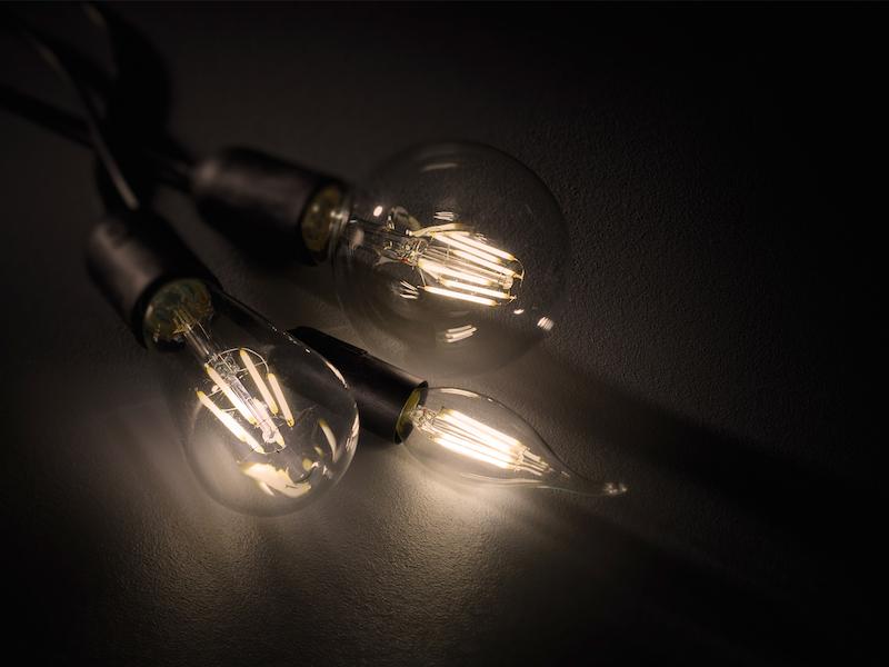 Switch Dimmer LED Leuchtmittel mit E27 Fassung mit 8 Watt und 806 Lumen Warmweiß